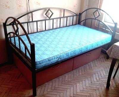прочная-кровать