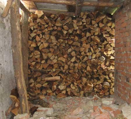 много-дров-с-помощью-колуна
