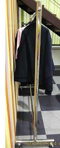 вешалка-для-одежды-магазин